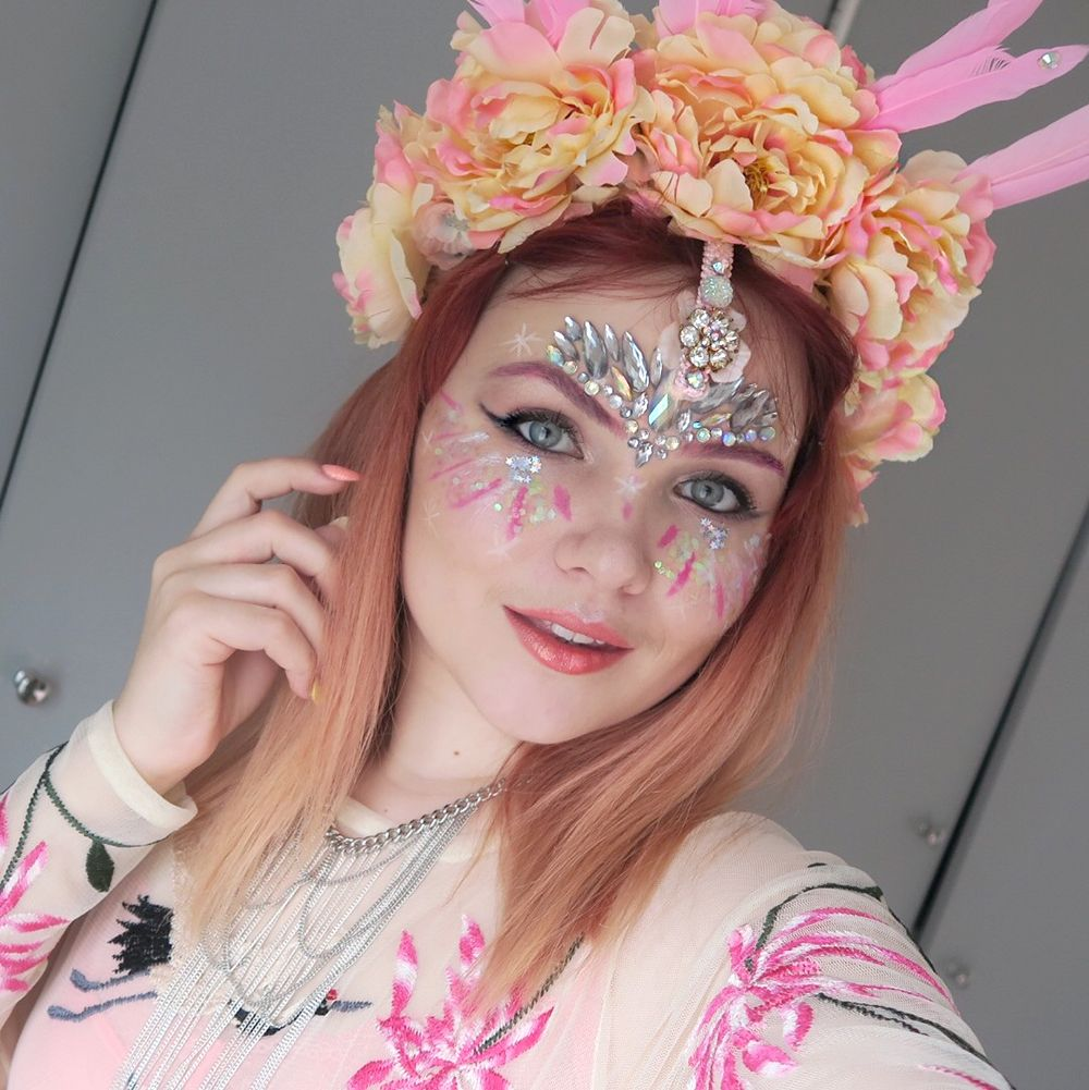 Paige Joanna Pink Glitter Festival Makeup Look With Flower Crown
