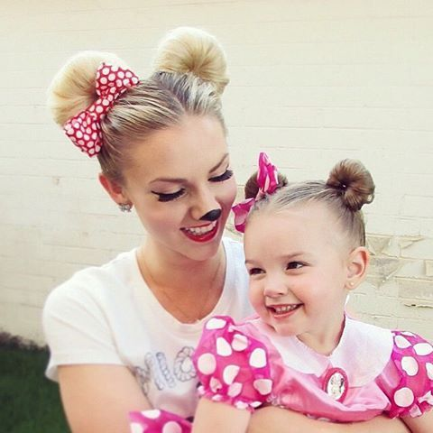 How To Do Minnie Mouse Hairstyle Video Tutorial Fash Circle Minnie Mouse Halloween Costume Kids Hairstyles Disney Hairstyles