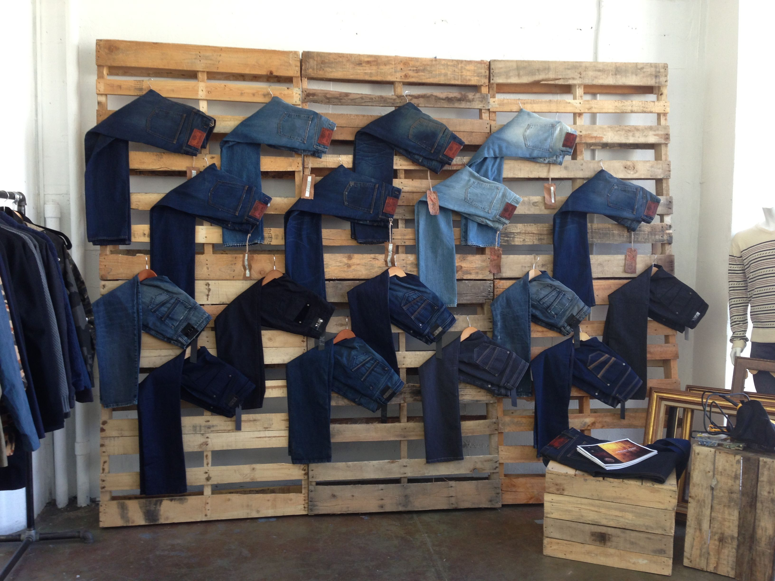 Muebles Para Escaparates Denim Wall Asbury Park Exhibidores En 2019