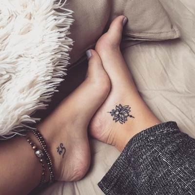 تاتو رجل و قدم ناعم و بسيط للنساء و الرجال اجمل صور تاتو رجل Tiny Foot Tattoos Discreet Tattoos Small Foot Tattoos