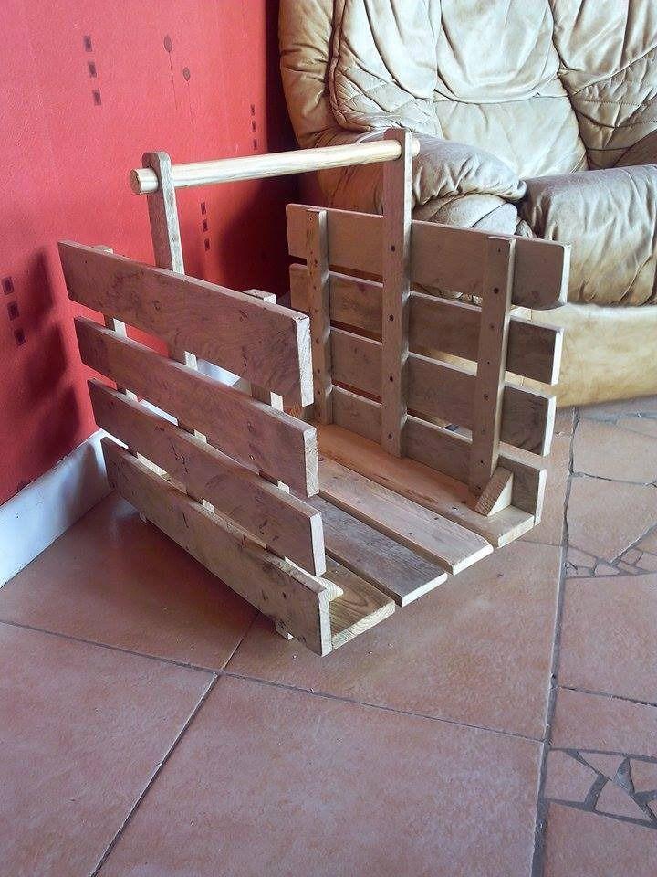 panier a buches en bois de palette recycl meubles et. Black Bedroom Furniture Sets. Home Design Ideas