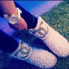 Chanel ugg ♡♡ Hell no- I  these!!!!