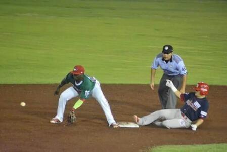 Campeche, Camp. 6 de junio.- En par de ocasiones C.J. Retherford respondió, la primera para empatar el juego en el noveno inning y después p...