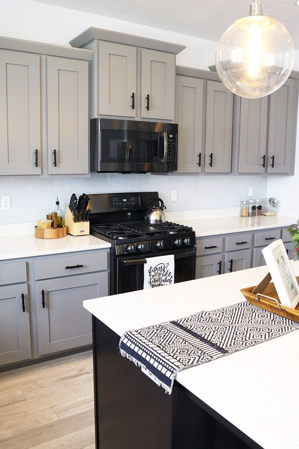Black Stainless Steel Appliances What You Need To Know Seeking Alexi D Kitchen Cabinets With Black Appliances Black Appliances Kitchen Kitchen Remodel Small