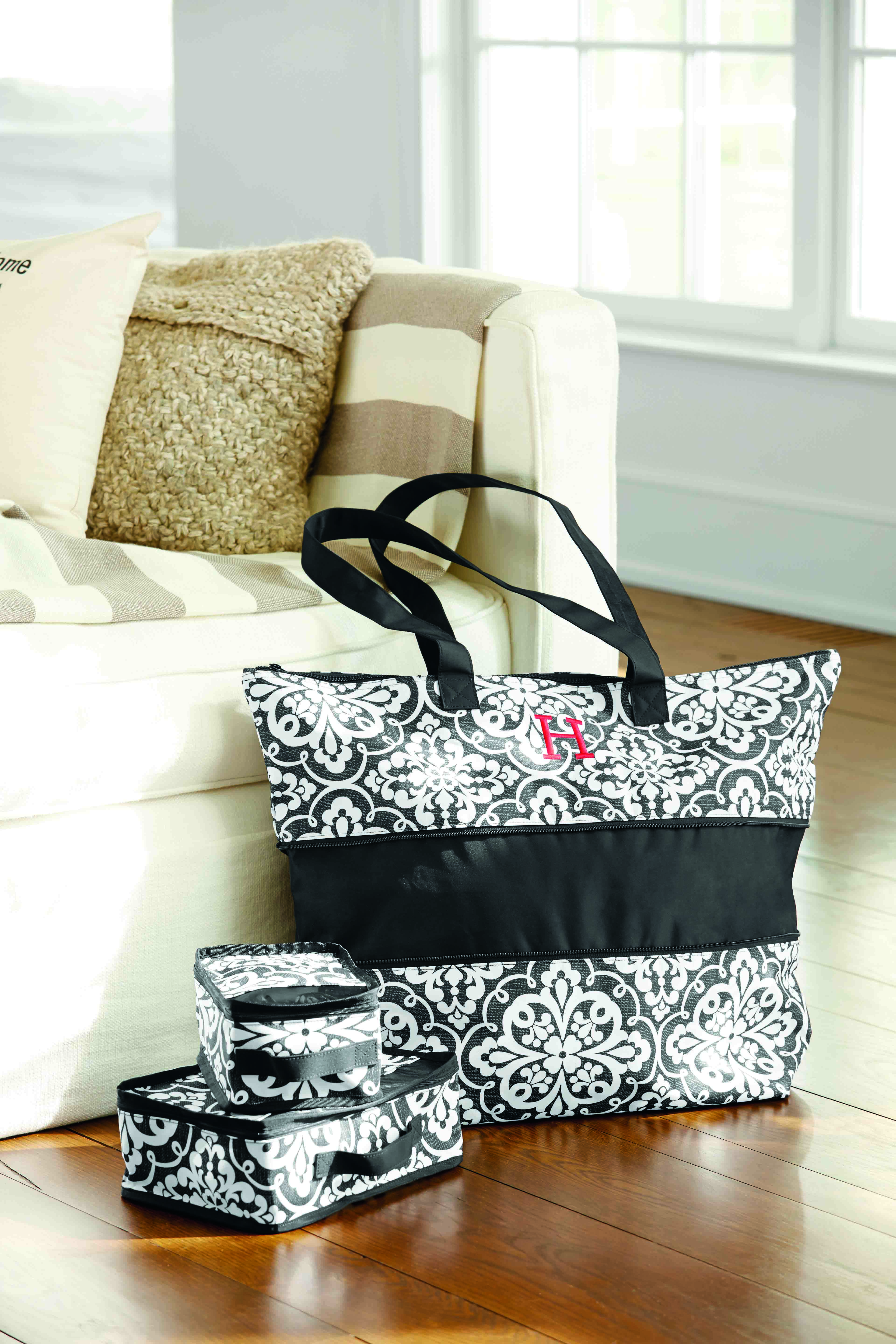 Your next girls weekend has never looked more beautiful or been more organized. Two different styles to choose from! Expand-a-tote Bundle with three packing cubes. www.organizingenvy.ca #thirtyone #31uses #organizingenvy #travel #organized