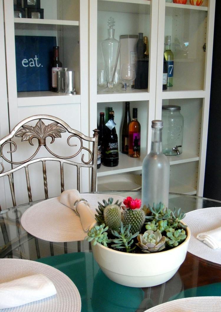 arrangement original de succulentes et cactus fleuri