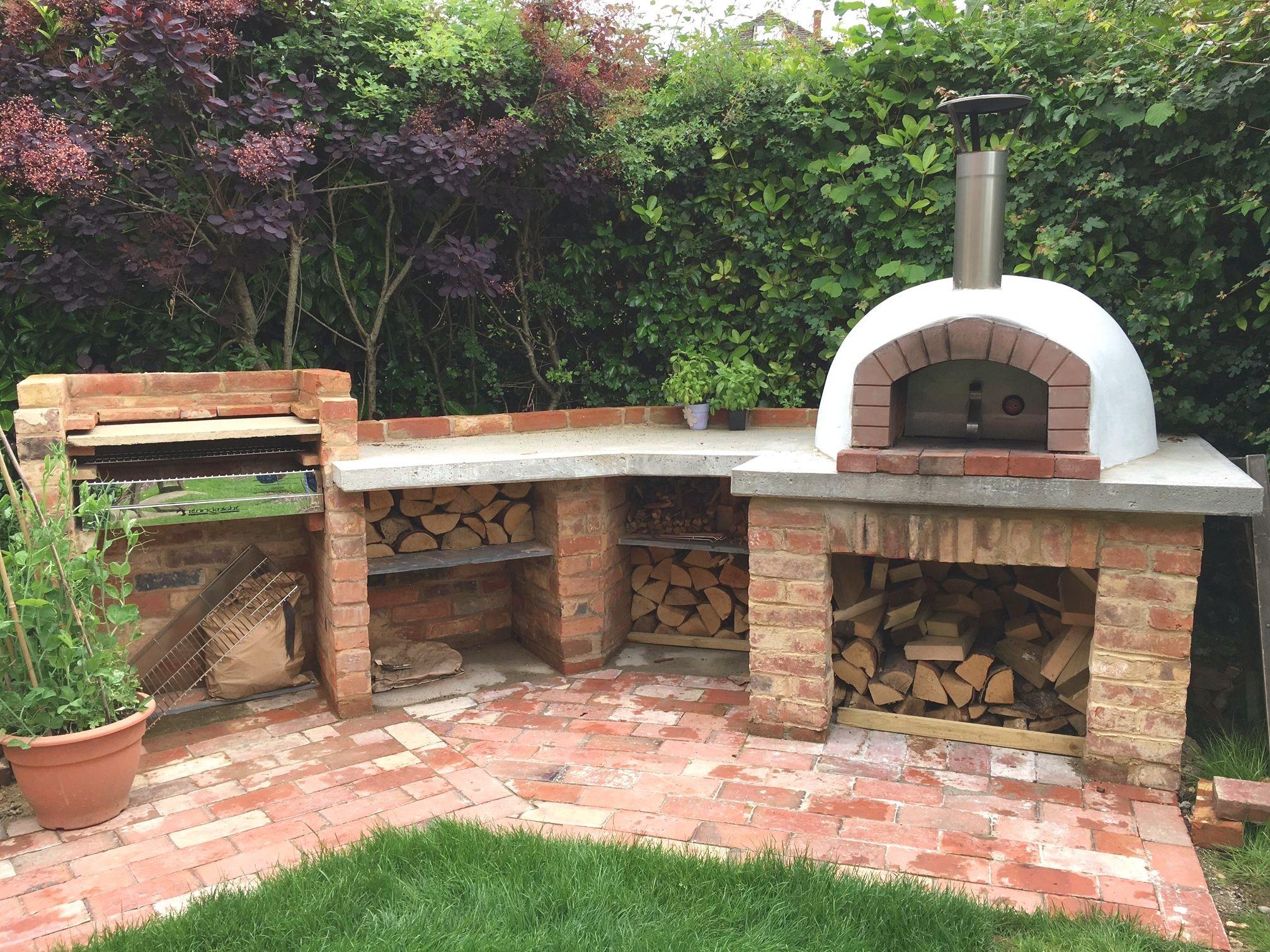 27 Insanely Outdoor Kitchen Ideas Homeprit Outdoor Kitchen Design Pizza Oven Outdoor Kitchen Outdoor Kitchen