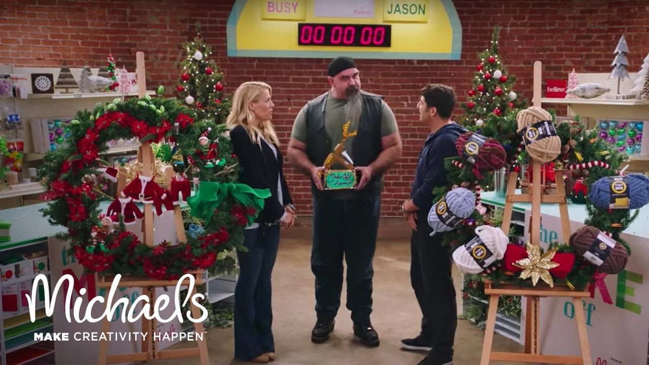 jason biggs busy philipps make holiday wreaths the off - Michaels Christmas Wreaths