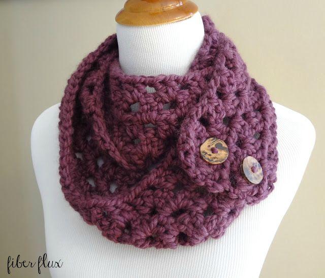 Free Crochet Pattern...Fiona Button Scarf! | Schals und Mütze