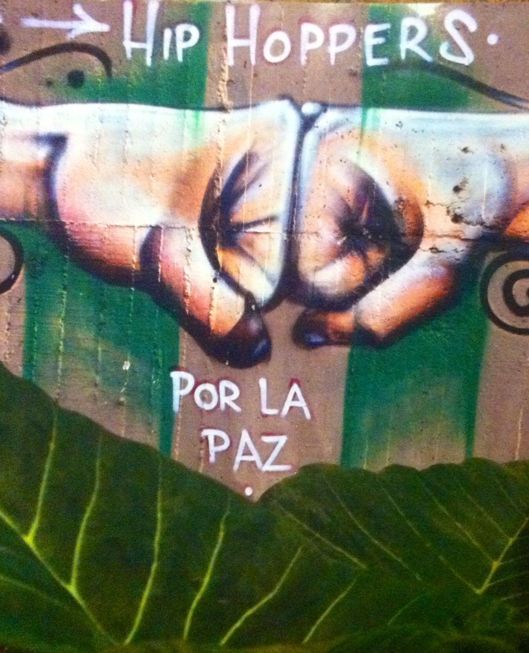 Graffiti por La Paz en Medelln  Colombia  Arte Urbano