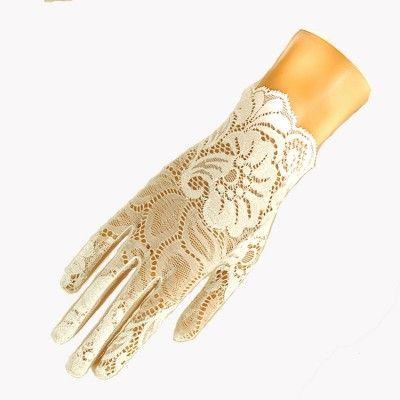 Short lace glove with scalloped edge - white  Cornelia James