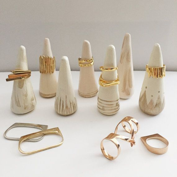 Photo of 21 Clever Ways to Organize Your Jewelry –  Peint en terre cuite bague cônes –…