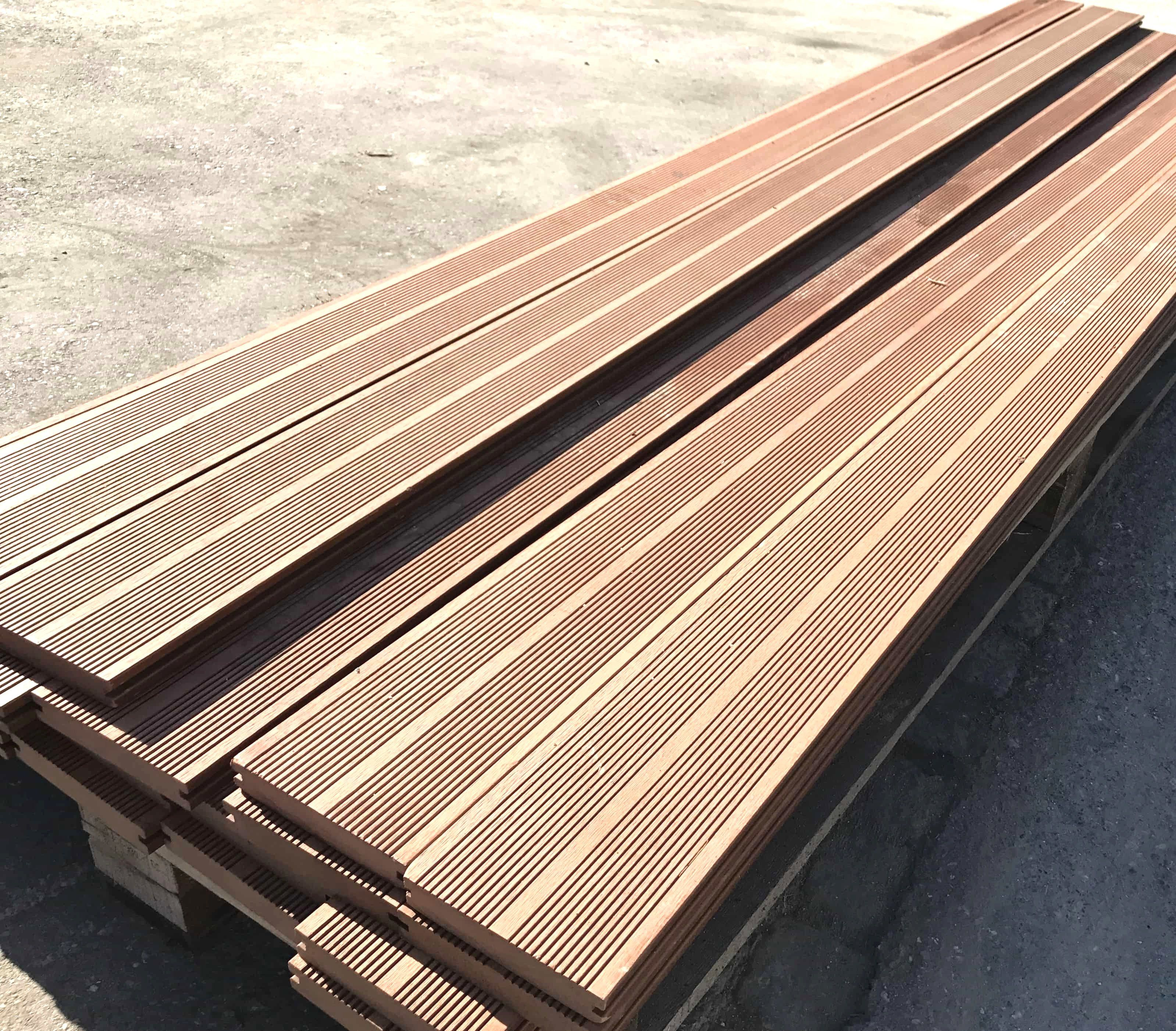 Wpc Terrassendiele | Planeo Wpc Terrassendielen Teak 1 10m Diele Inkl