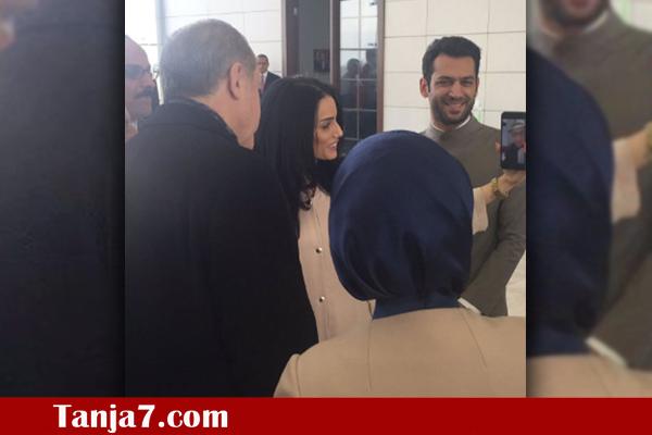 """بعد اللجوء لـ """"فايس تايم"""" لإحباط الانقلاب عليه.. إردوغان يستخدم التطبيق لطلب يد مغربية http://buff.ly/2exFDKH"""