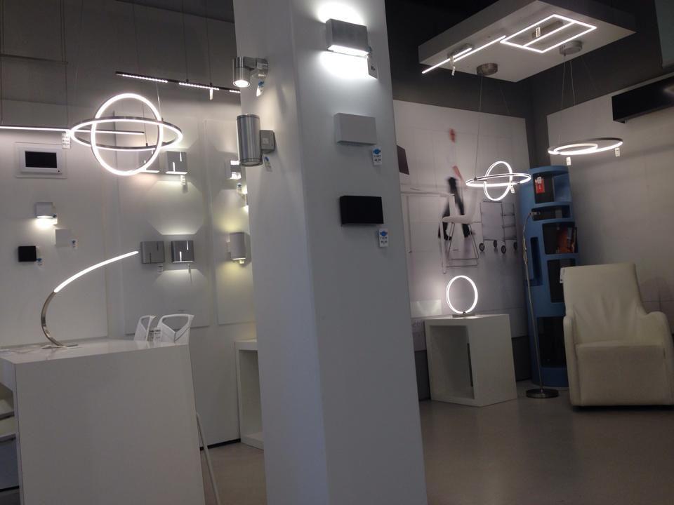ILUMINACIÓN showroom/ tienda interior . / lámparas interior sala ...