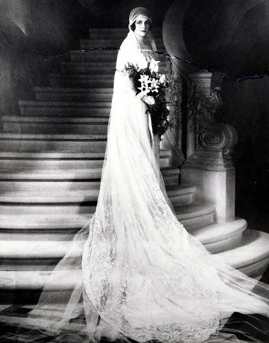 1920s Bride Sooooooo Like Mother Regina S Dress In1934