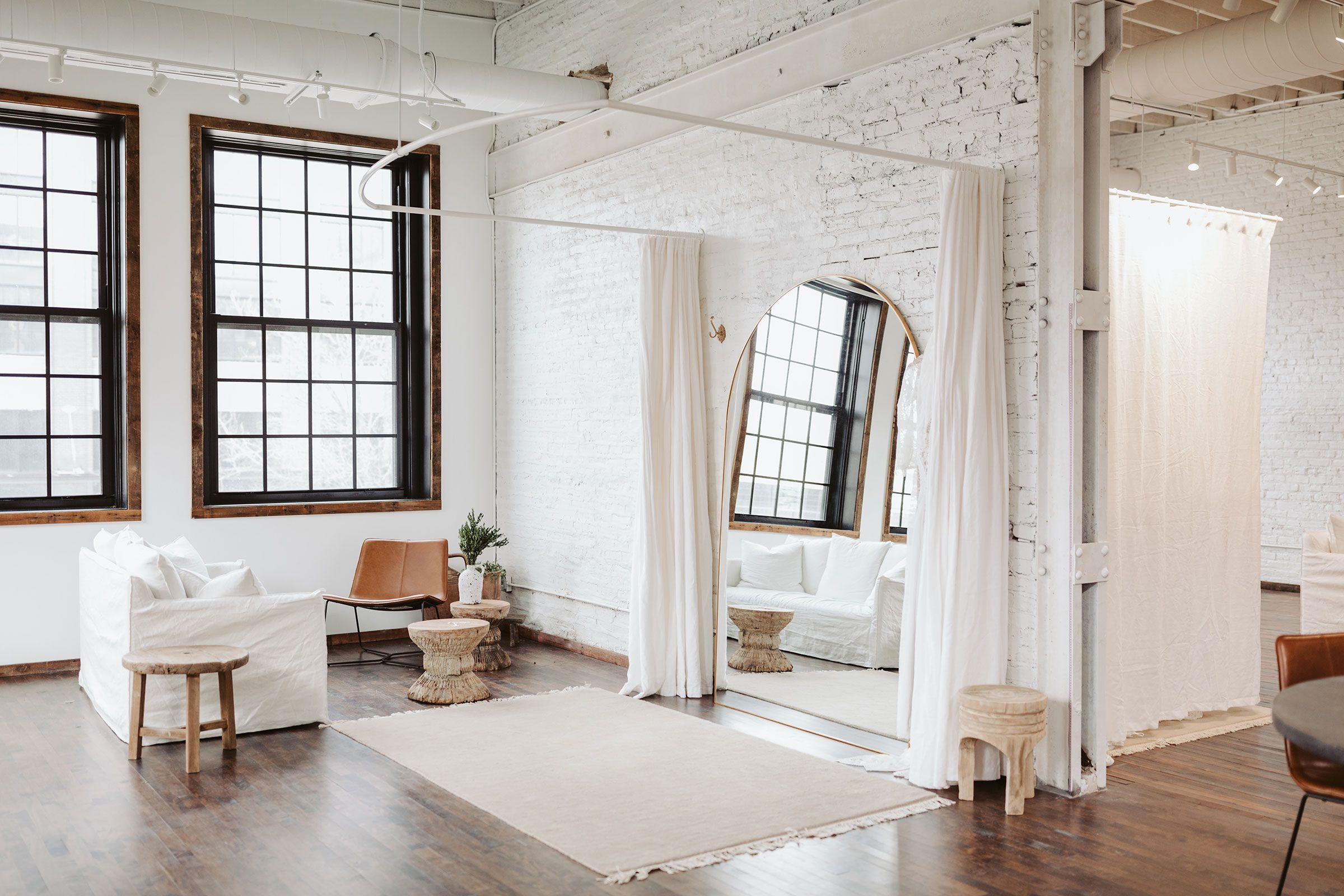 Chicago Showroom in 2020 Showroom, Home decor