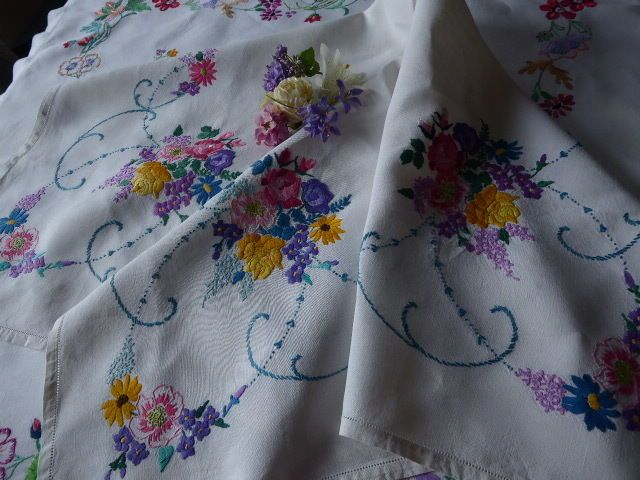VINTAGE HAND EMBROIDERED LINEN TABLECLOTH= BEAUTIFUL COMPACT EMBROIDERY | eBayuk went above 107 pounds