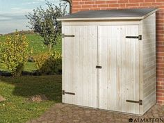 Petite armoire de jardin en bois brut, à toit plat.L\'armoire de ...