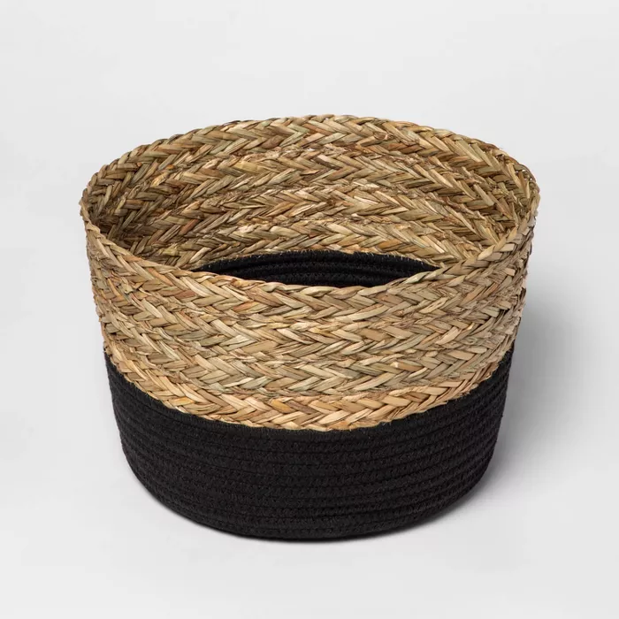 Round Basket In Braided Matgrass Black Coiled Rope Threshold In 2020 Coiled Rope Decorative Storage Baskets Round Basket