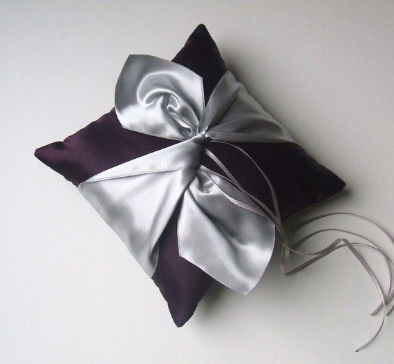 Knottie Ring Bearer Pillow...You Choose the by RomancingJuliet