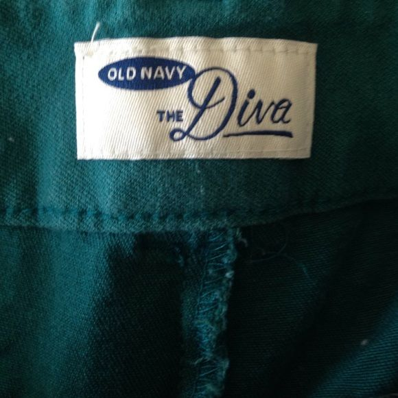 Old Navy crop turquoise Diva Turquoise diva crop pants they are like new I wore them once and they are stretchy Old Navy Pants Ankle & Cropped