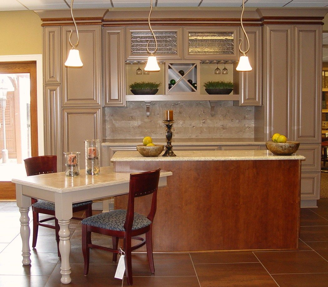 Best Kitchen Design Layout With Small Table Would Love To Have 400 x 300