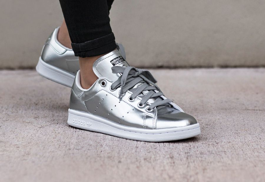 detailed look 7a1b6 2d05a Adidas Women Shoes - Adidas Stan Smith cuir argent (Metallic Silver) femme  - We reveal the news in sneakers for spring summer 2017
