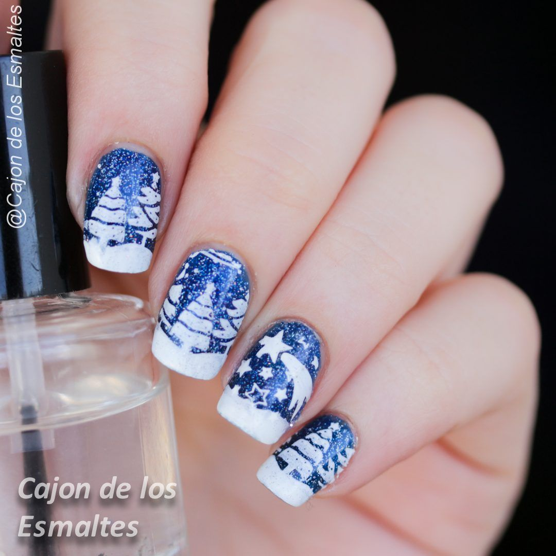 Christmas nails - Blue, white and snowy trees | Nagelschere