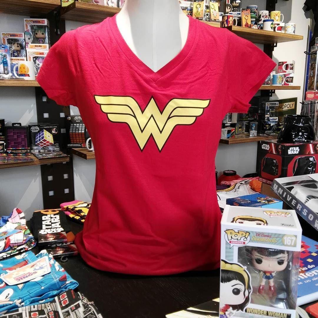 Nueva llegada de camisetas de Wonder Woman :-) Simples y geniales :-) #mistergiftbcn #mistergift #wonderwoman #camisetas #comic #comics #series #pelicula #movies
