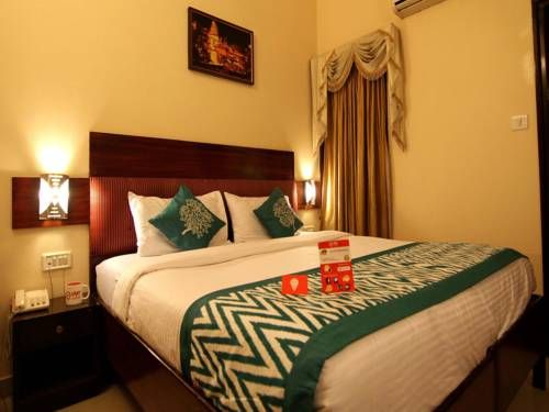 OYO Rooms Mint House Nadesar Varanasi Set in Varanasi, 3 km from Godowlia, OYO Rooms Mint House Nadesar boasts an outdoor pool and ski storage space.  Rooms are fitted with a flat-screen TV with cable channels. All rooms include a private bathroom equipped with a bath or shower.