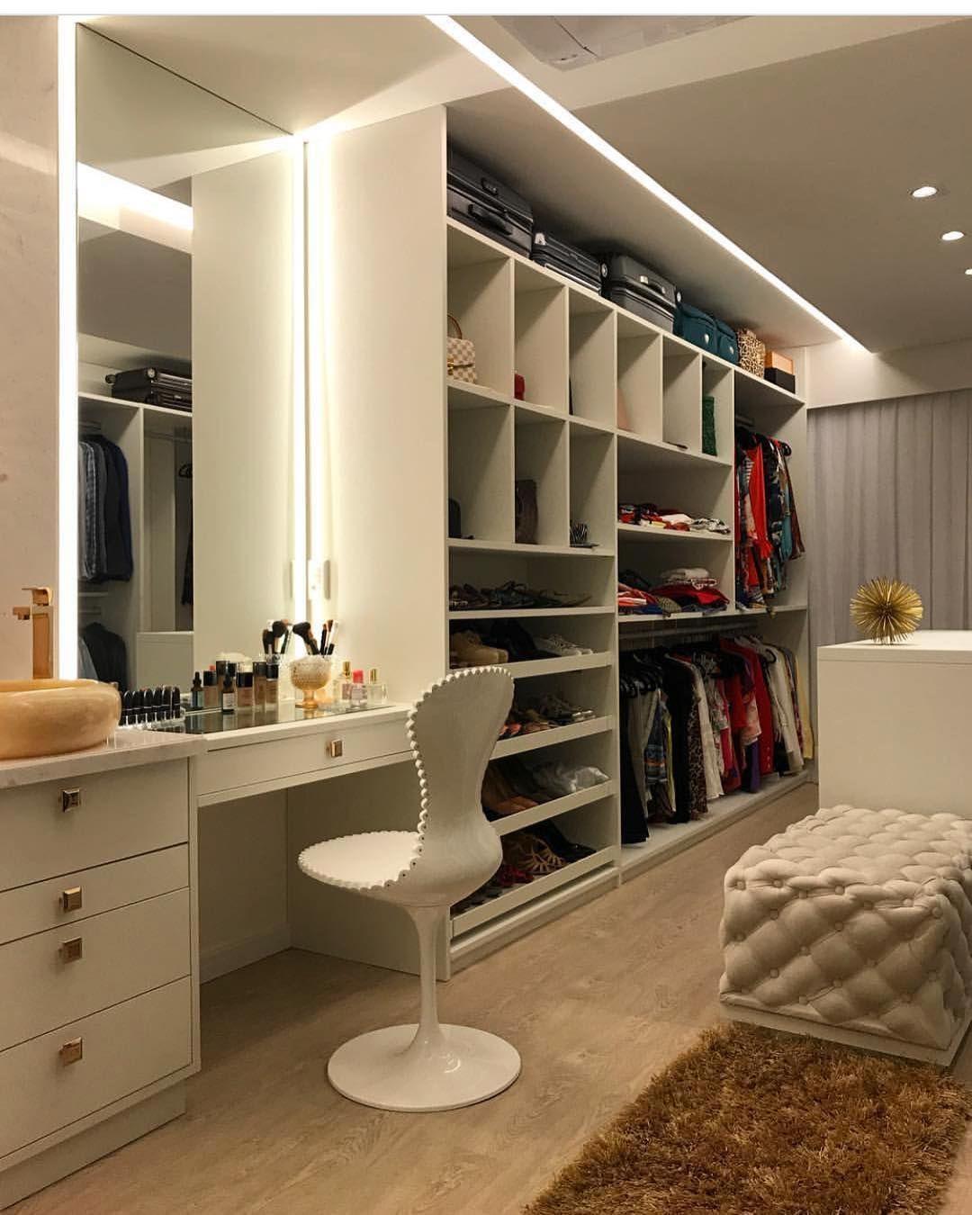 4d3520883 Que mulher que não gostaria de ter um closet igual a esse ?? By  @romeroduartearquitetos #closet #armario #furniture #bedroom #idea…