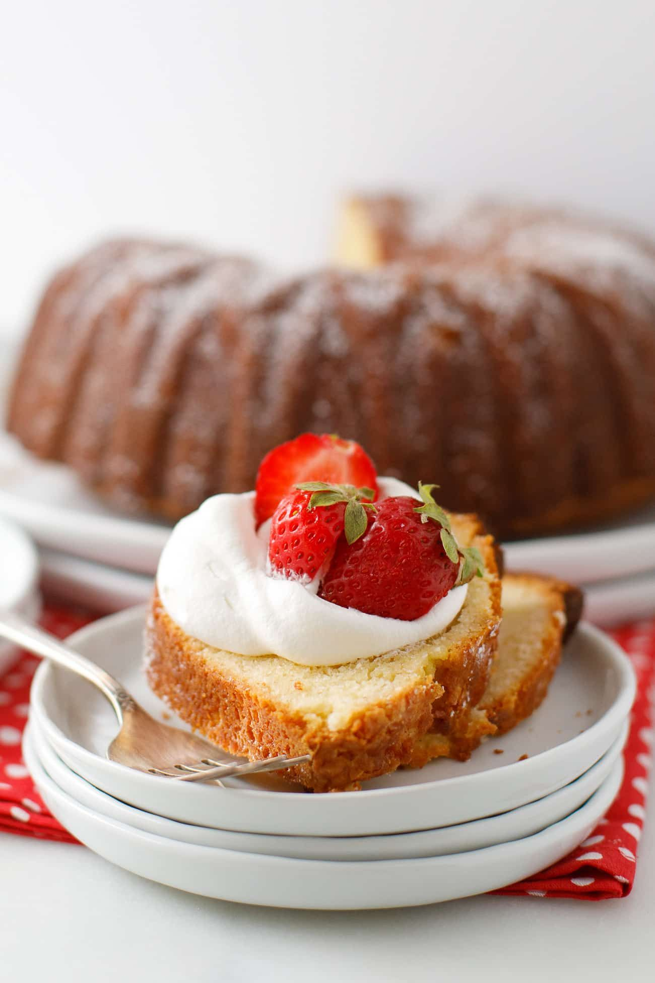 Buttermilk Pound Cake Recipe This Old Fashioned Buttermilk Pound Cake Is Made In A Bundt Cake Pan And Couldn T Be M Pound Cake Buttermilk Pound Cake Desserts