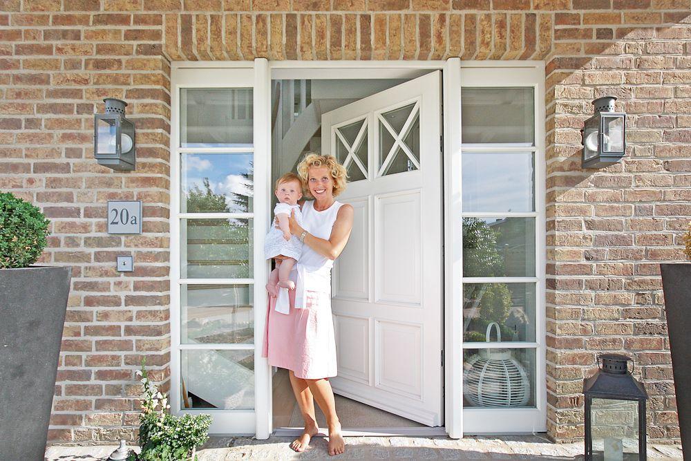 Haustür weiß sprossen  Landhaus-Stadtvilla | Hausbau | Pinterest | Stadtvilla, Landhäuser ...