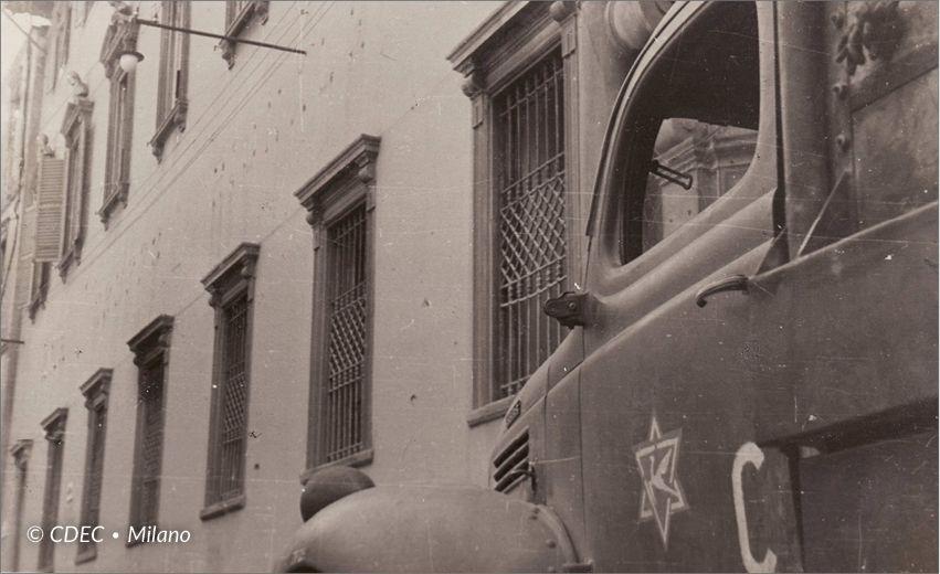 Brigata Ebraica davanti a palazzo Odescalchi in via dell'Unione, Milano 1945 cr.