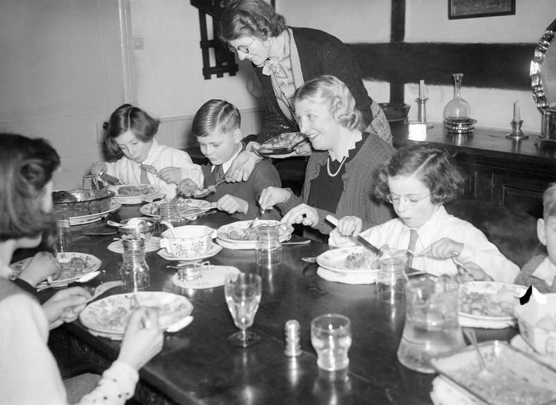 D Mrs Carter Enjoys A Sunday Lunch With Her Evacuated Children Michael And Angela Seated Either Side Of At The Table During Day Trip To Their Foster