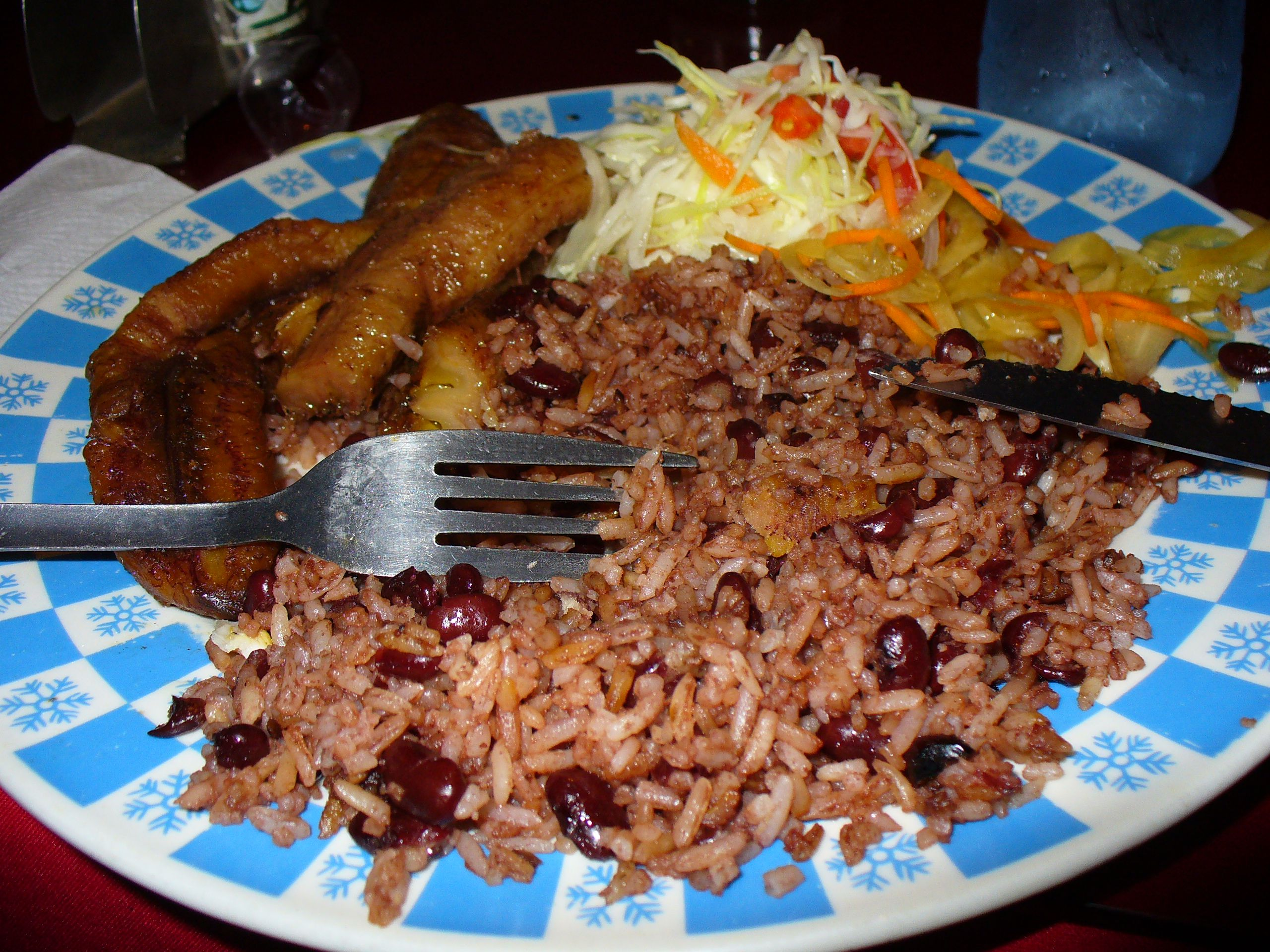 So yummy traditional nicaraguan food gallo pinto maduro frito y so yummy traditional nicaraguan food gallo pinto maduro frito y ensalada de repollo y forumfinder Choice Image