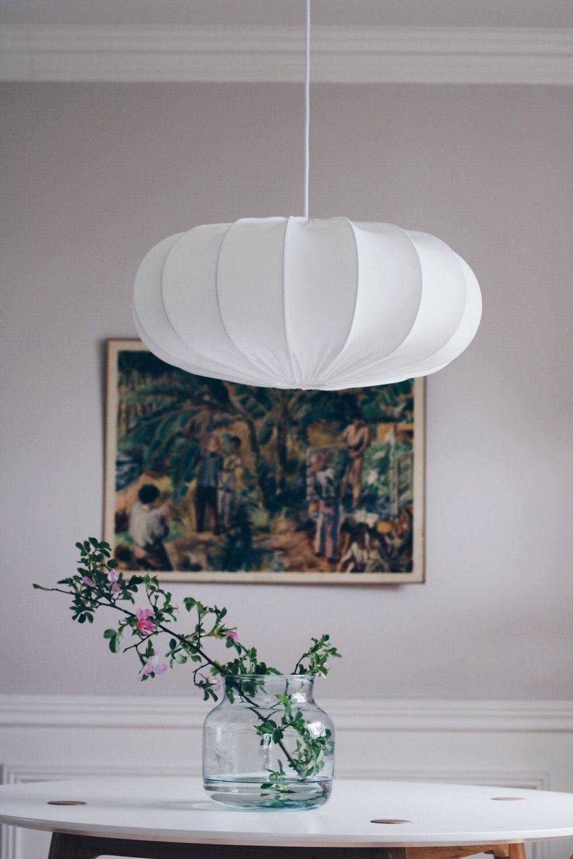 brand new bffe5 8aa6d Produkten Taklampa retro ECO off white 60 cm säljs av Lampverket unika  lampor   lampskärmar i vår Tictail-butik. Tictail låter dig skapa en snygg  nätbutik ...