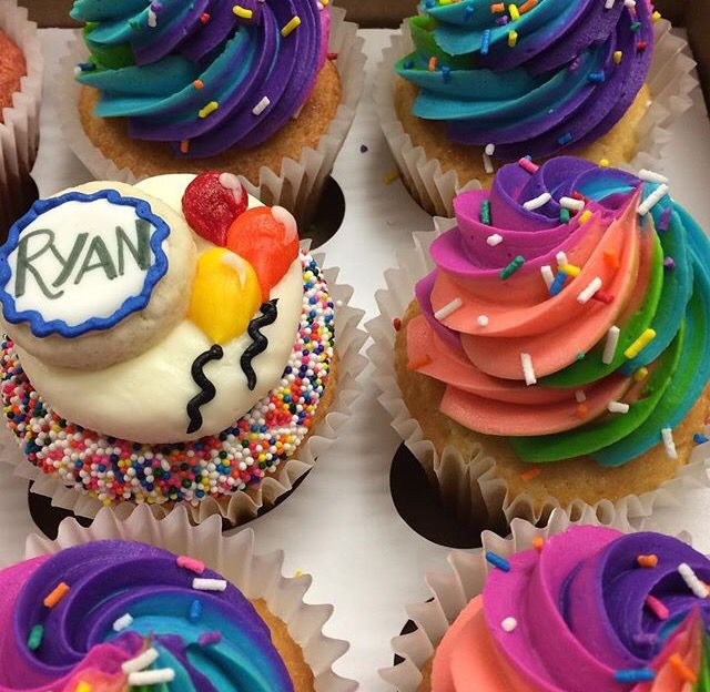 Great Tie Dye Cupcakes And Cute Name Tag Idea Cupcake Flavors