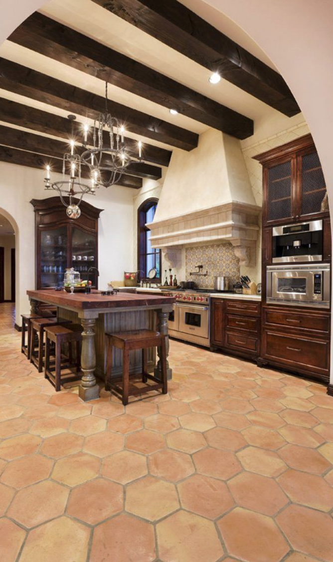 Old world mediterranean italian spanish tuscan homes for Tuscan style kitchen backsplash