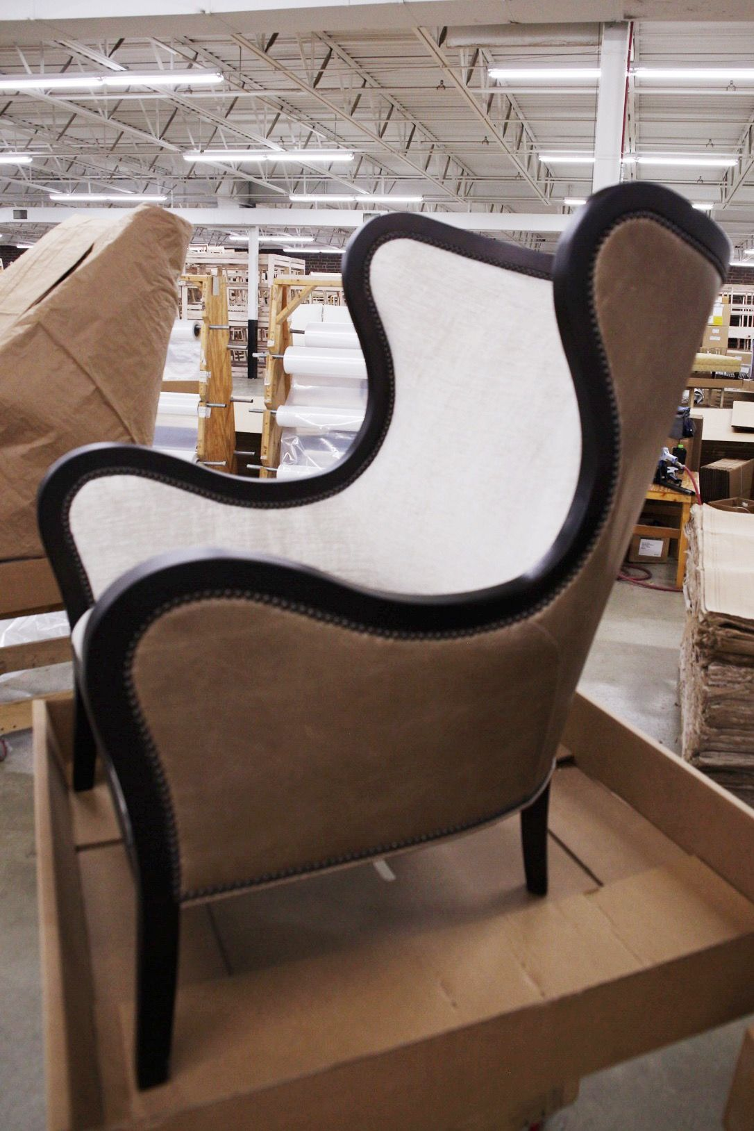 Fine Wesley Hall Vaughn Chair Shown With Leather Fabric Combo Uwap Interior Chair Design Uwaporg