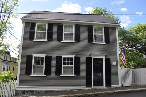 Image From Http Interiordesignerstudio Com Wp Content Uploads 2015 05 Front Door Colors House Colors Exterior Paint Colors For House Dutch Colonial Exterior