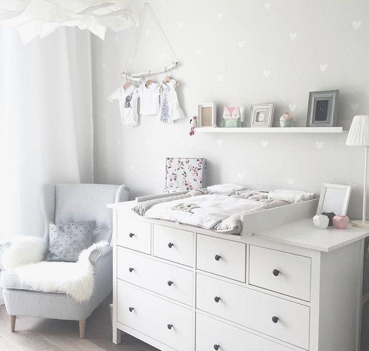 Ikea Shelves Hemnes Daybed In A Boys Bedroom: Kinderzimmer Ikea Hemnes Wickelkommode