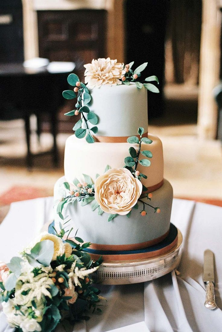 Gorgeous Garden Inspired Cake Idea Lisa And Chris Neutral Outdoor Wedding By