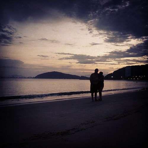 Resultado de imagen de parejas en fantasia paseando por la playa