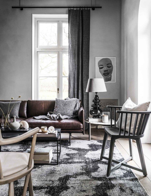 4x GRIJS INTERIEUR • grijze woonkamer met bruine bank en grijze ...