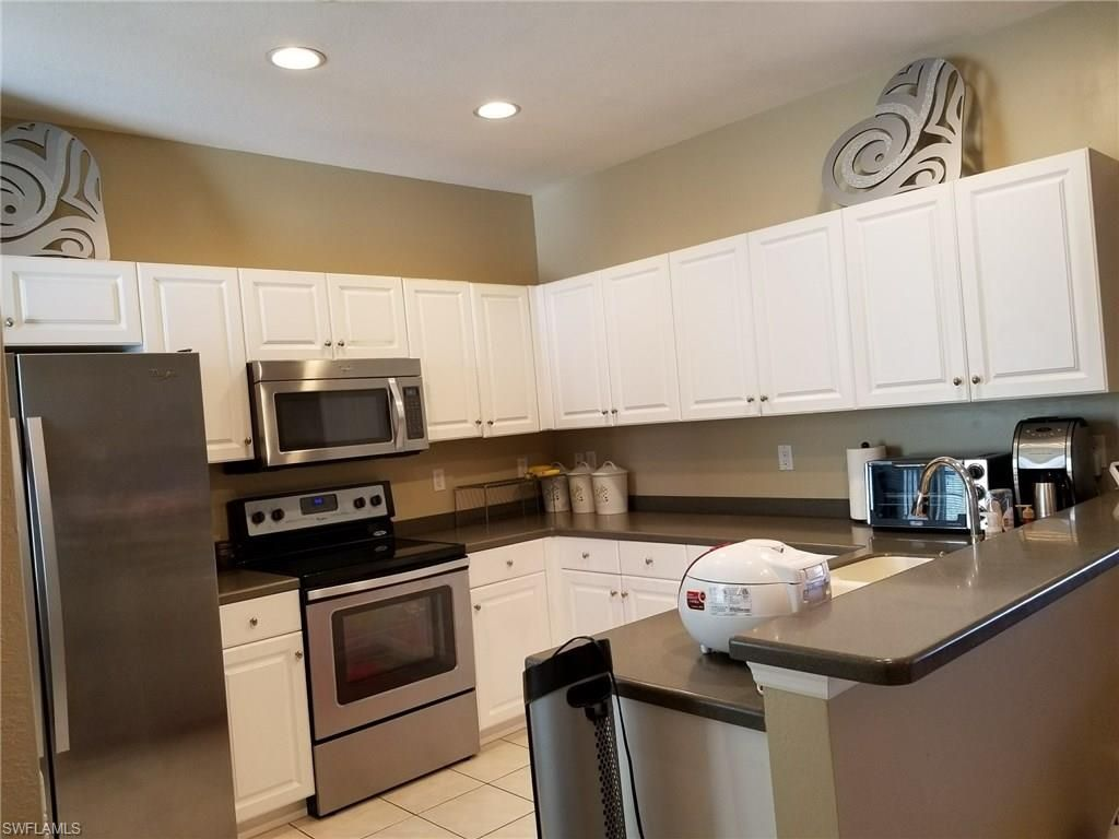 4305 Avian Ave Fort Myers Fl 33916 With Images Corian Countertops Fort Myers Avian