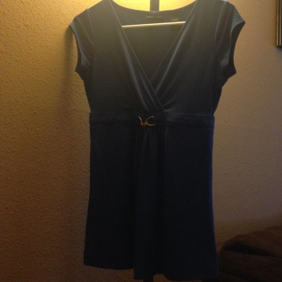 Blue top Short sleeve v-neck with gold accent New York & Company Tops