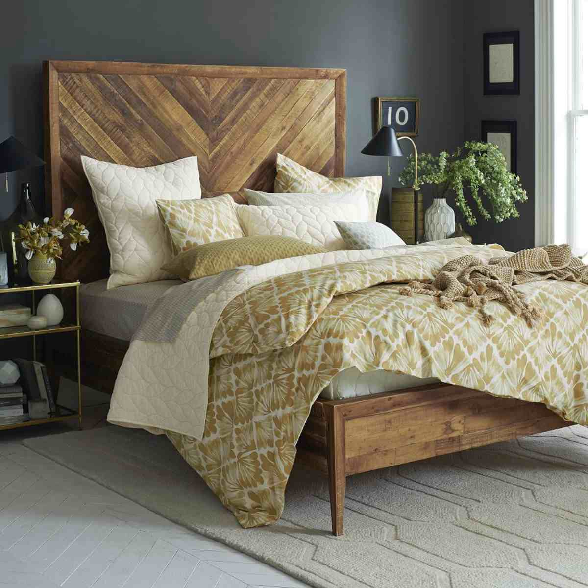 Simple Decorating Ideas To Make Your Room Look Amazing: Amazing Bed With Large Chevron Wooden Headboard