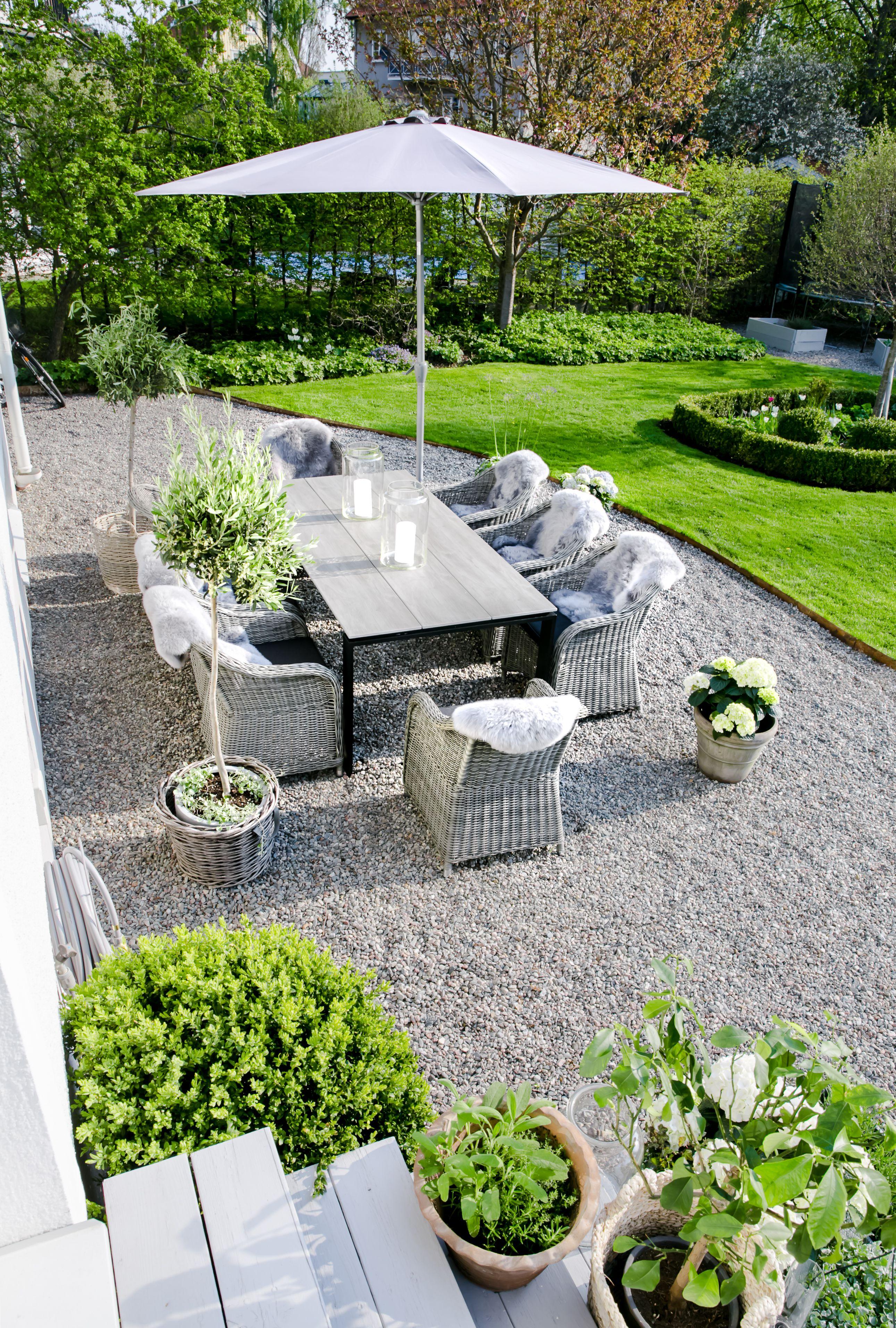 Outdoor exteriores de casa pinterest jardiner a for Jardineria al aire libre casa pendiente